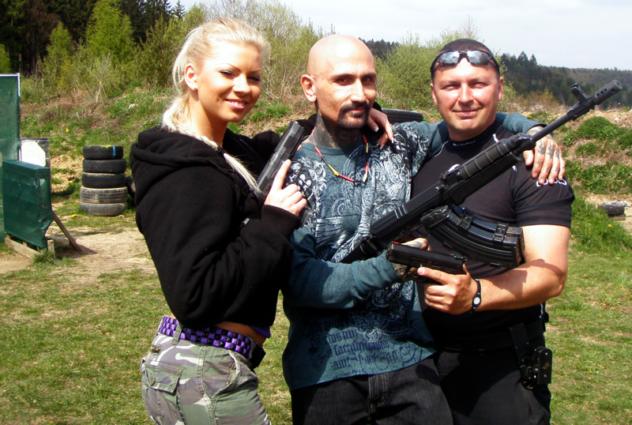 Eva Martinková, Robert LaSardo, Norbert Michalák na strelnici