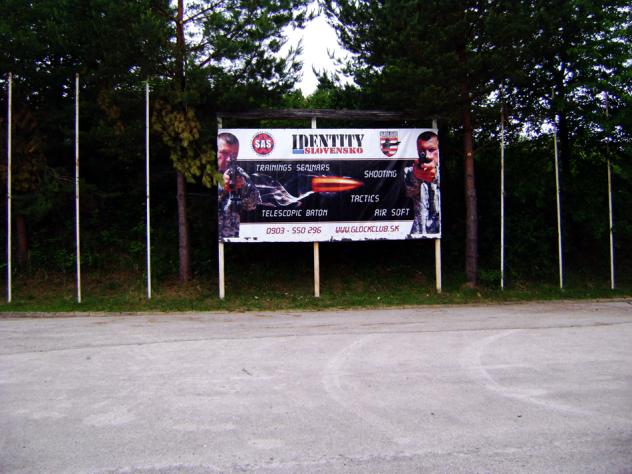 Bilboard na strelnici v obci Sielnica